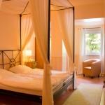 Zimmer mit Himmelbett